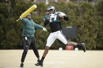 Eagles WR Jeffery injures foot against Giants