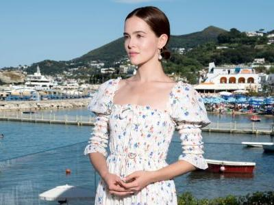 Zoey Deutch Is Living Her Best Life in So Many Instagram Fashion Trends Right Now