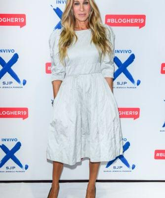 Sarah Jessica Parker Just Blessed Us With the Perfect Fall Transitional Outfit