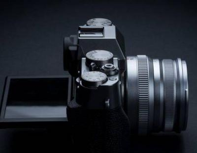 Fujifilm X-T30 brings mirrorless X-T3 features to a compact body