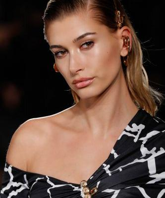 "Here's What A Therapist Has To Say About Hailey Baldwin's Quote About Marriage Being ""Hard"""