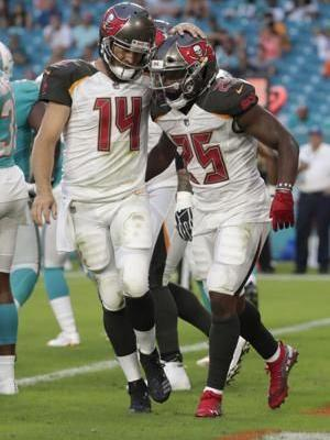 Tannehill starts fast in return; Dolphins lose to Bucs 26-24