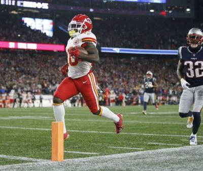 Patriots ban fan who threw beer in Tyreek Hill's face