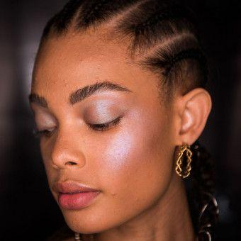 How-To Beauty: Wrap-Around High-Wattage Highlighter