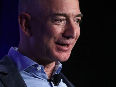 Jeff Bezos' investigator doesn't think his phone was hacked. Here are all the other theories of how the National Enquirer got his private photos