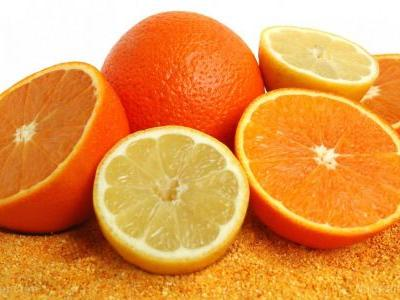 Hesperidin, a flavonoid, can be used to reduce skin damage caused by constant sun exposure