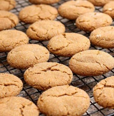 Jaclyn's Famous Ginger Snap Cookies and a Quick Hello