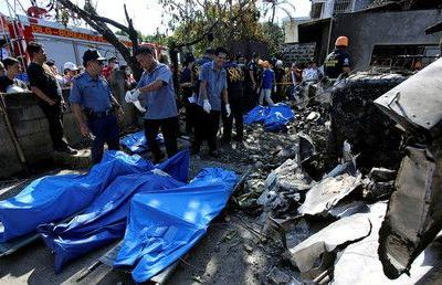 10 killed as plane crashes into home, wiping out Philippine family