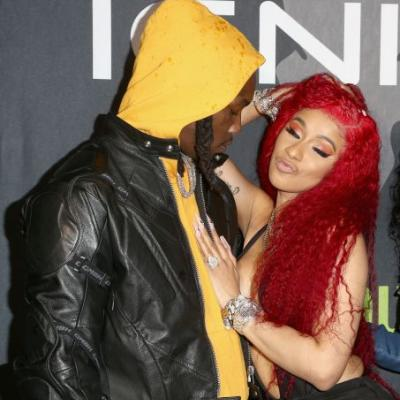 Cardi B & Offset's Red Carpet PDA At The 2019 BBMAs Is A LOT To Take In