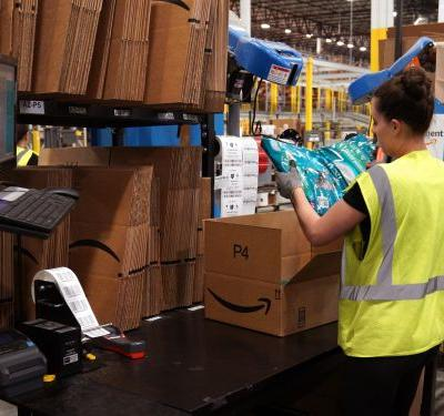 Prime members spend way more on Amazon than other customers - and the difference is growing