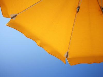 Report: Woman impaled by beach umbrella that got loose from sand