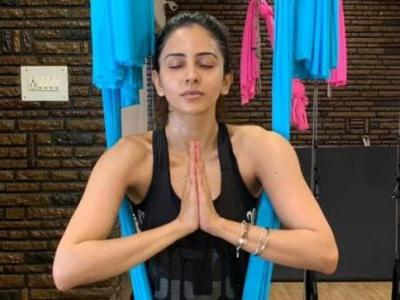 Rakul Preet nails cardio at the gym in new workout video. Gives us gym goals