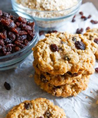Brown Butter and Vanilla Oatmeal Raisin Cookies