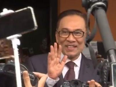 Malaysia's jailed leader-in-waiting has been released from custody