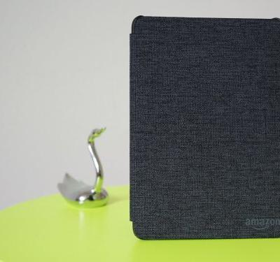 I reviewed Amazon's new waterproof Kindle Paperwhite to see if the upgrade is worth it - and I'd recommend it to anyone