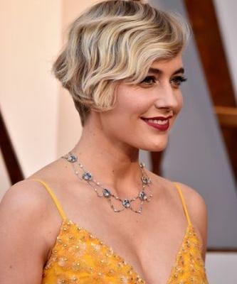 Greta Gerwig's 2018 Oscars Look Is Giving Me Total Michelle Williams Vibes