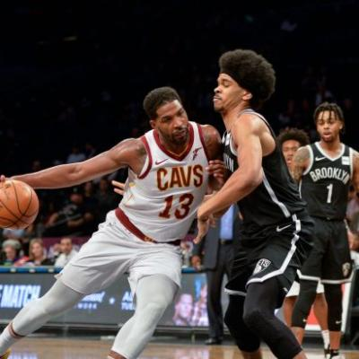 Cavaliers' Thompson fined $15,000 for gesture to Nets fan