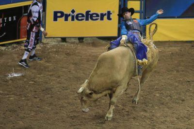 Junior Nogueira retains all-around lead at NFR