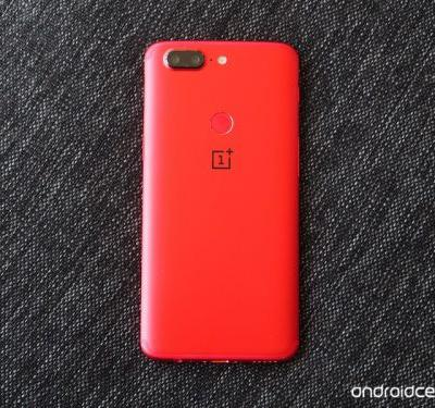 This is the Lava Red OnePlus 5T