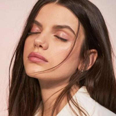 We're Using These 10 Minimal Makeup Looks as Our Summer Beauty Inspo