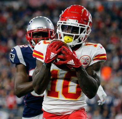 Patriots ban fan who threw beer on Chiefs receiver Tyreek Hill