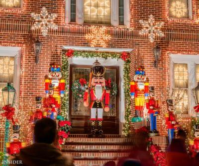 27 stunning photos of the neighborhood that puts on the best Christmas-light displays in America