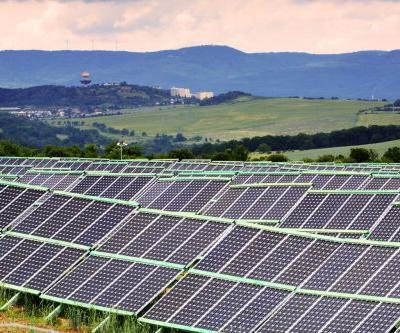 Renewed science effort under way to turn water into fuel using energy from solar panels