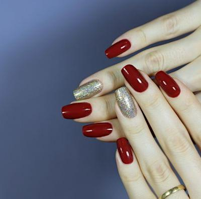 Festive Christmas Glam Nails | Cranberry Red Manicure With Holographic Accent