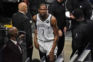 Kevin Durant leaves Nets' game in Miami with thigh injury