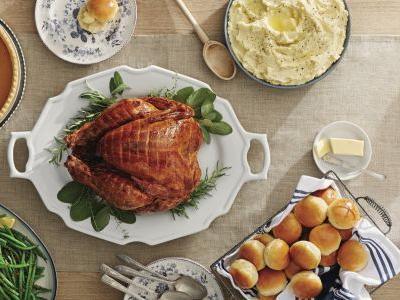 This Is the Best Thanksgiving Meal Deal We've Ever Seen - Feed 16 People For Under $50!