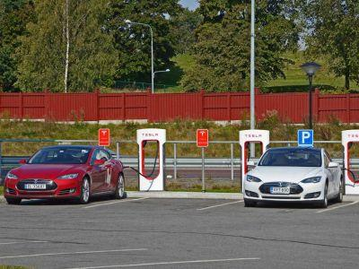 New Tesla owners will now pay a 'small fee' for Supercharger access