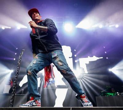 Vanilla Ice on board plane from Dubai that had sick passengers