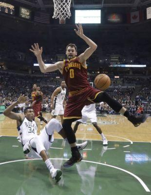 Bucks 118, Cavaliers 101: Giannis Antetokounmpo leads Bucks past defenseless Cavs