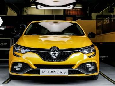 The 296bhp Renault Megane RS Trophy Is Here To Conquer The 'Ring