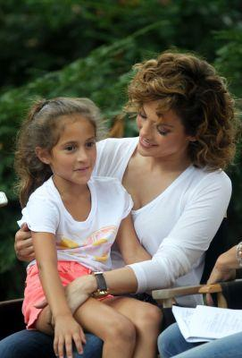 Jennifer Lopez Shares Adorable Photo of Look-Alike Daughter Emme on Instagram!