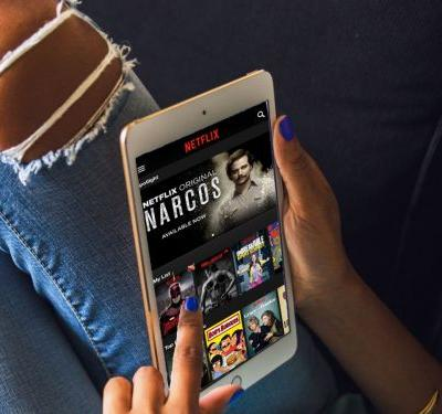 This New Netflix Hack Makes Watching Shows Offline Easier Than Ever