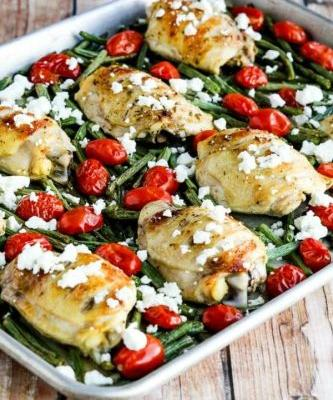 Low-Carb Greek Chicken, Green Beans, and Tomatoes Sheet Pan Meal