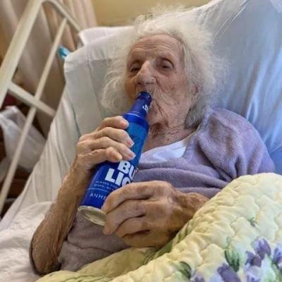 103-year-old woman celebrates victory over COVID-19 with cold beer