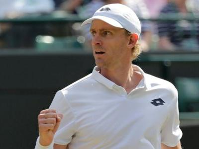 South Africa's Kevin Anderson pulls off the stunning upset of Wimbledon with 3 straight set wins to knock off the seemingly invincible Roger Federer