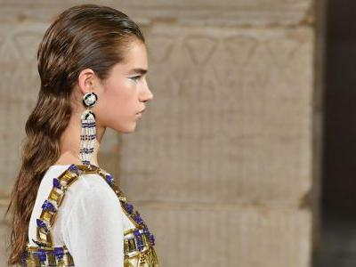 Chanel's Métiers d'Art Beauty Look Included 'Wet' Hair, Graphic Eyeliner and Lots of Gold Body Paint