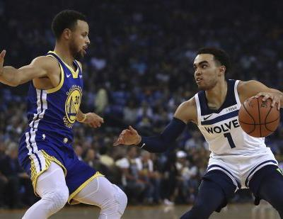 Curry, Durant lead the way in Warriors' 7th straight win
