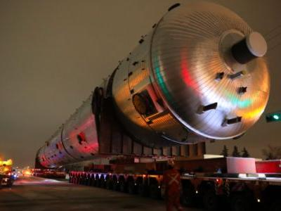 Watch Trucks Tow a Really Big Thing That's Heavier Than the Statue of Liberty
