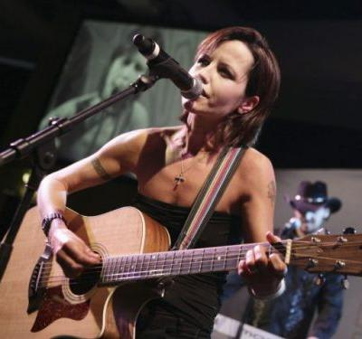 Inquest finds Cranberries singer Delores O'Riordan drowned in a bathtub after drinking