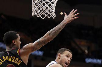 Stephen Curry scores 42 points, Warriors rout Cavaliers