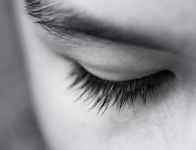 Can Natural Oils Give You Longer, Thicker Lashes?
