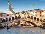 Venice to segregate locals from tourists walking to landmarks