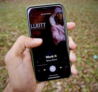 The Spotify app now supports iPhone X displays