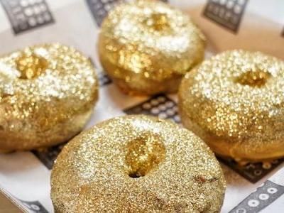 And the Winner Is. These Glittery AF Red Carpet Doughnuts!
