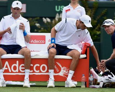 With Bob back, Bryans win in Australia; a lesson for Murray?