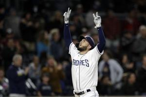 Hosmer's 2-run homer lifts Padres over Diamondbacks, 3-2